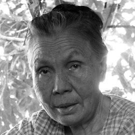 Old myanmar woman by Moe Swe - Black & White Portraits & People ( woman, candi, street, old, travel, people,  )