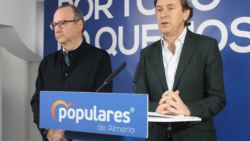 Los senadores del PP de Almería Rafael Hernando y Luis Rogelio Rodríguez.