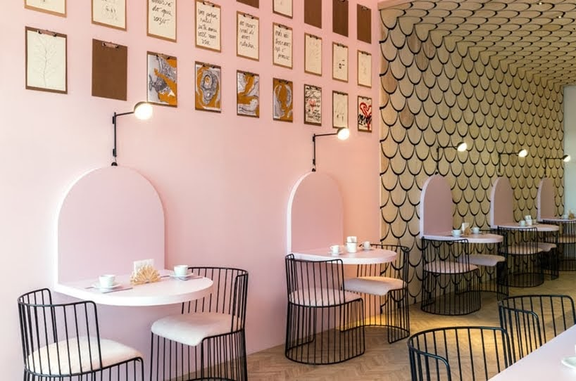 La pastelería Duju tiene elementos de diseño en forma de U en todo su interior