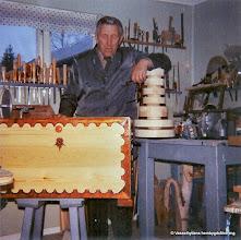 Photo: Sand. Wolrath Larsson 1970, brudkista med lås och nyckel av trä