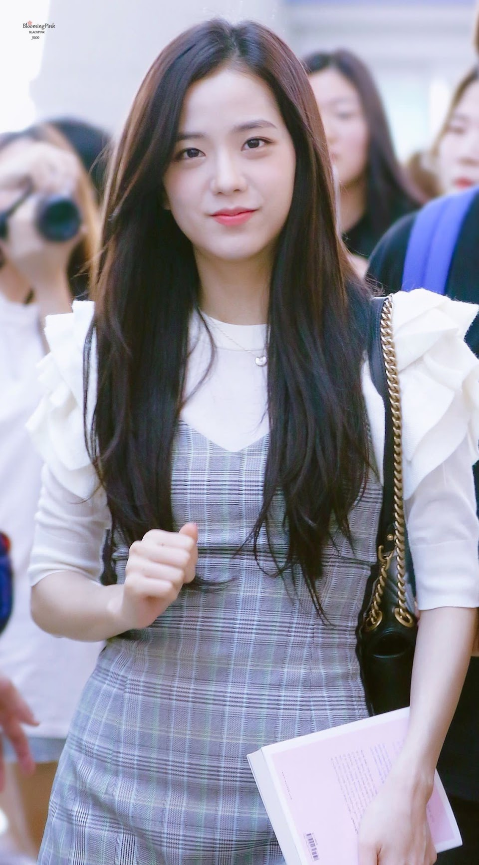 jisoo plaid 5