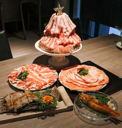 青森鍋物,富士山神仙全肉雙人套餐1298元起,鍋底濃郁香甜,超豐盛豚牛肉聖誕樹,cp值爆表!台中日式鍋物推薦