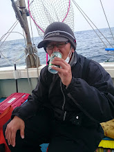 Photo: こらっ! 魚釣ってから飲まんかいっ!