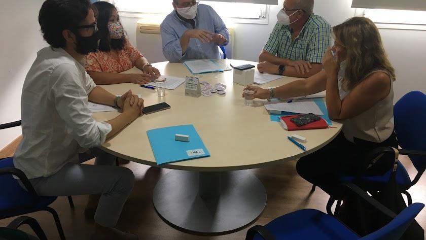 Encuentro de representantes del Sindicato Médico de Almería con la parlamentaria del PP Rosalía Espinosa.