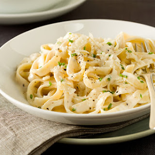 Fettuccine with Cheese Garlic Sauce