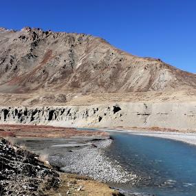 The beautiful Zanskar river against some beautiful Himalayan Mountains by Shreyas Kumar - Landscapes Mountains & Hills ( river against mountains, landscapes, himalayas, zanskar, manali to leh,  )