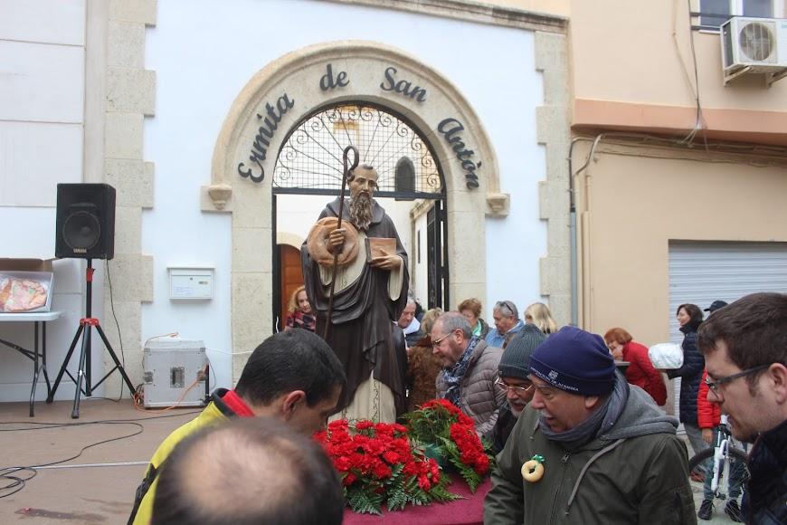 San Antón, a su llegada a su Ermita.