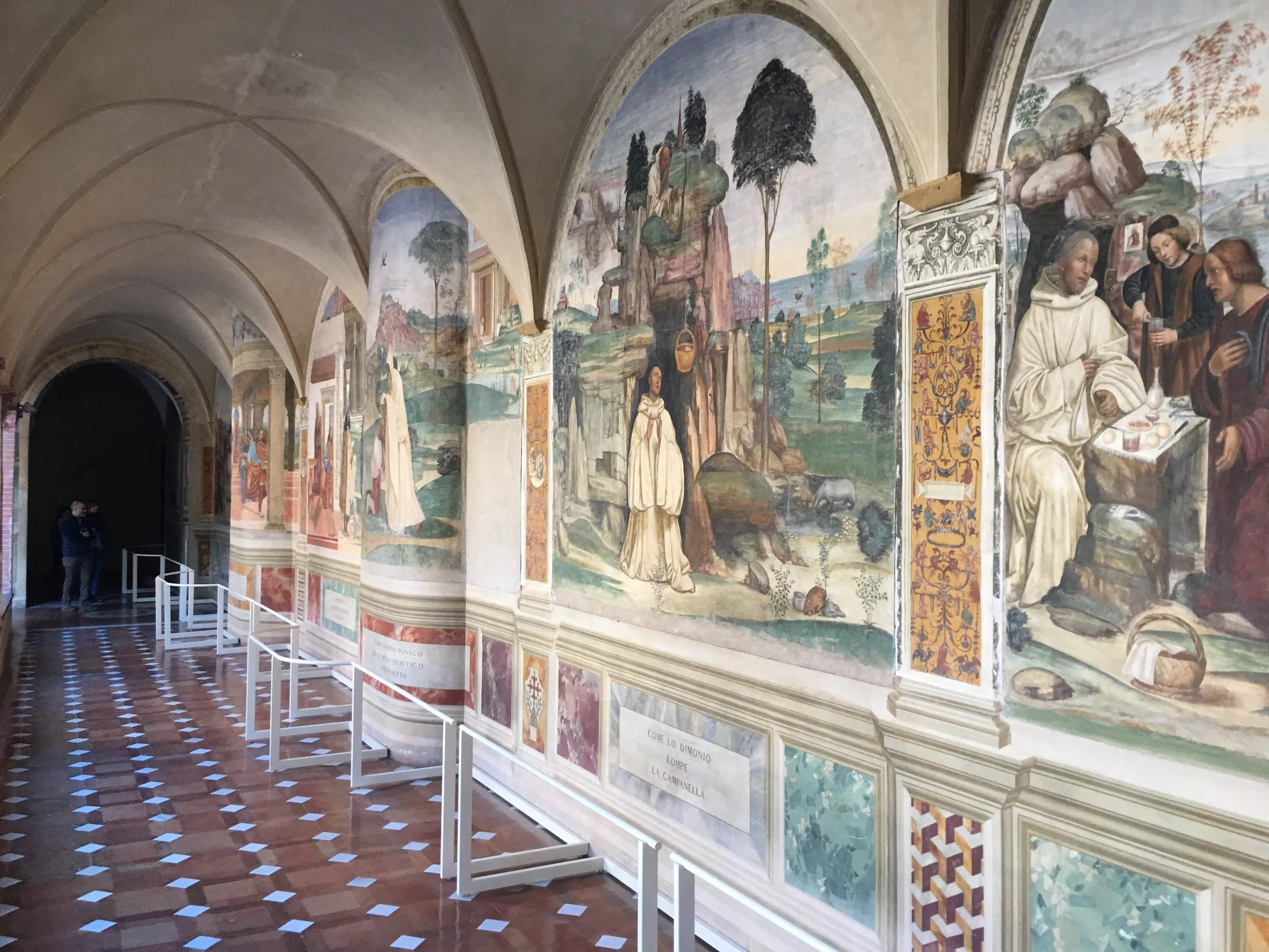 De grote kloostergang in de abdij Monte Oliveto Maggiore, Asciano
