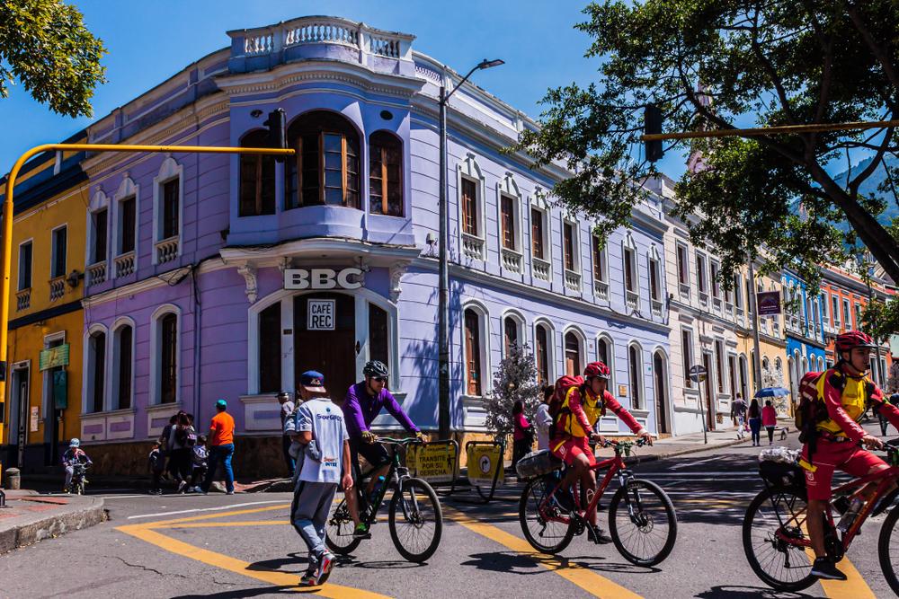 Bogotá instalou mais de 100 km de ciclovias durante a pandemia para proporcionar uma mobilidade segura. (Fonte: Shutterstock)