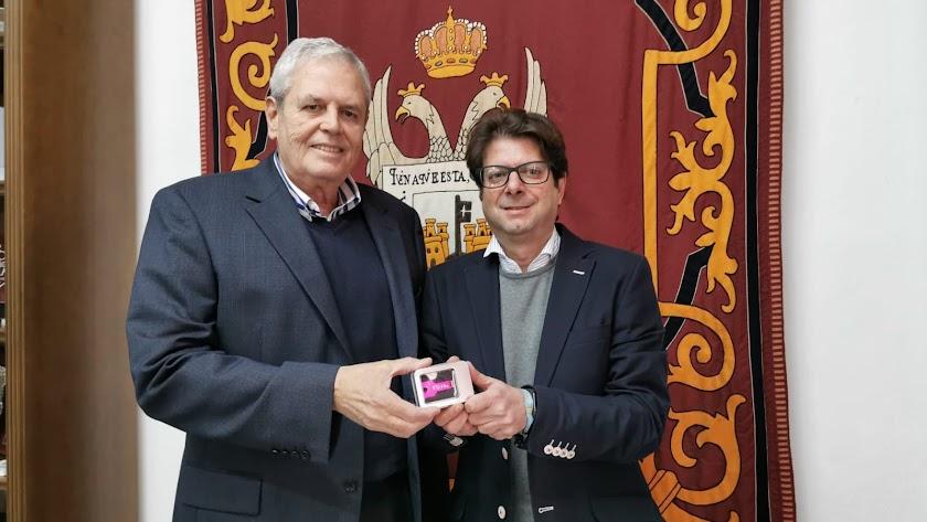 El alcalde José Carmelo Jorge con el edil de Hacienda, Alfonso Pérez, semanas atrás..