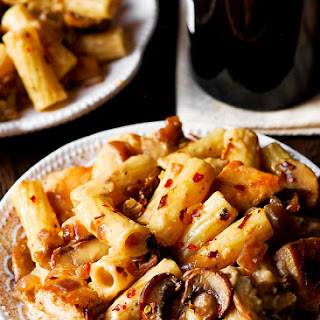 Pasta Da Vinci – Sautéed Chicken and Mushroom Pasta in Madeira Wine Sauce.