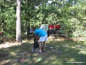 Photo: Jan vult de watertank bij (hoevaak moet je lopen?)