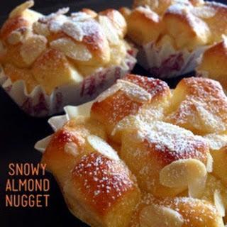 Snowy Almond Nuggets 炼乳奶油小面包