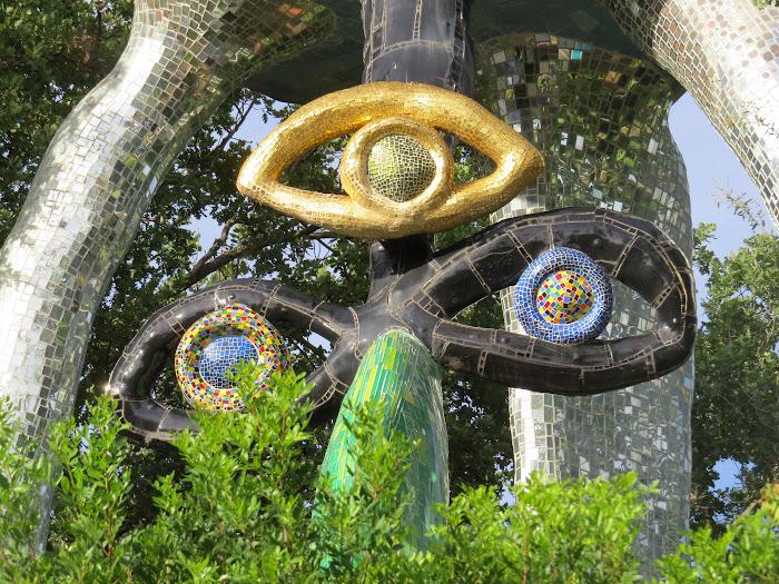 Niki de Saint Phalle, Il Papa (particolare), Giardino dei Tarocchi, Capalbio
