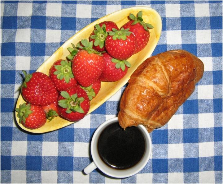 Fragole, cornetto, caffè di martapdn