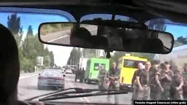 Колона бойовиків: цивільний транспорт і російські наманці