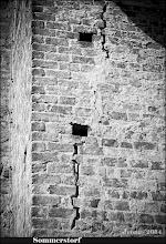 Photo: klaffende Risse im Kirchturm zu Sommerstorf