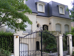 Photo: Moving over to the adjacent Ile de Brise-Pain, and something quite upscale here.