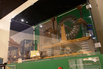 Photo: Another electrostatic generator for X-ray tubes.