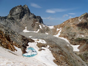 Photo: Da sx a dx: Pic (3129m) e Col (2877m) de Gourg Blancs, Pic de Gourdon (3034m).