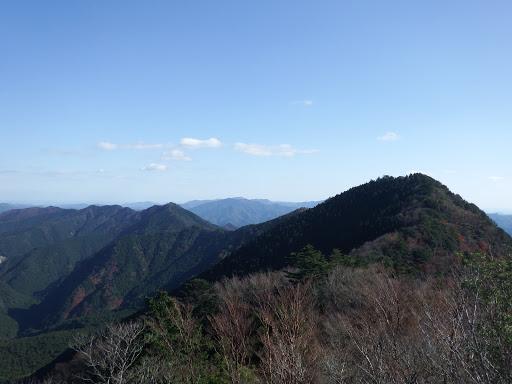 亀岩からの展望1(み銀羅村界嶺・七洞岳・笠木山・阿曽谷の高など)
