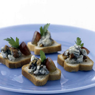 Blue Cheese Canapes with Pecans and Grapes.