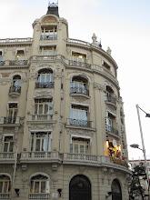 Photo: Edificio sobre la calle Atocha o Alcalá, que tiene Carrillón y muñecos al tono.