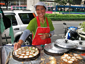 Photo: kanom krok vendor in Thonglor market, Bangkok