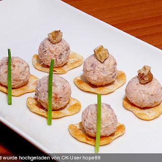 Brotaufstrich mit Räucherlachs und Walnüssen