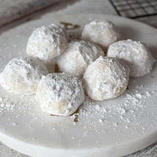 Vegan Snowball Cookies.