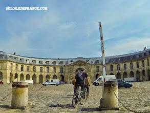 Photo: La Galerie des Sculptures et des Moulages à Versailles où sont conservés les moulages de statues antiques et les oeuvres originales des jardins de Versailles -e-guide balade à vélo de Versailles à Meudon par veloiledefrance.com