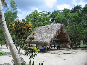 Photo: Een hut in Batavia, waar vroeger de leprosen woonden.