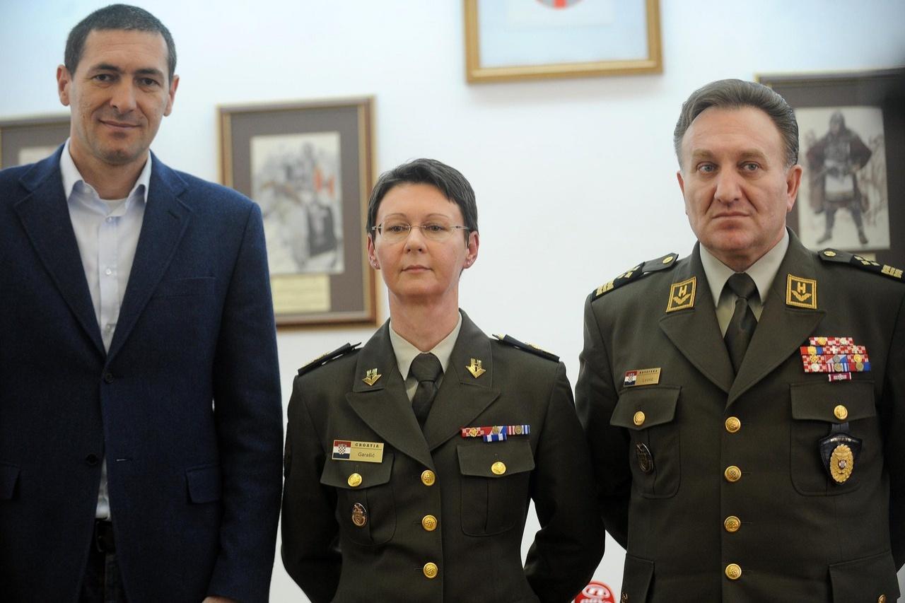 Представлять Горасич в качестве нового генерала НАТО в Афганистане в апреле 2014 года приехали глава Генштабу и министр обороны Хорватии. Фото: vecernji.hr