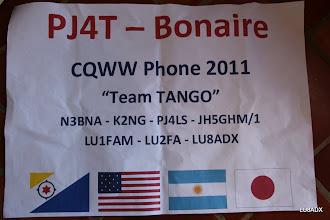 Photo: Poster usado para la foto del Team