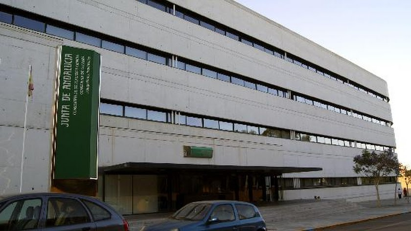 Edificio de la delegación de Educación de la Junta de Andalucía en Almería.
