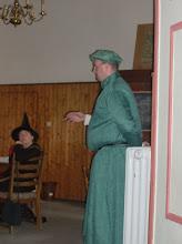 Photo: Magister Weck referiert über den arkanen Verschiebungswinkel.