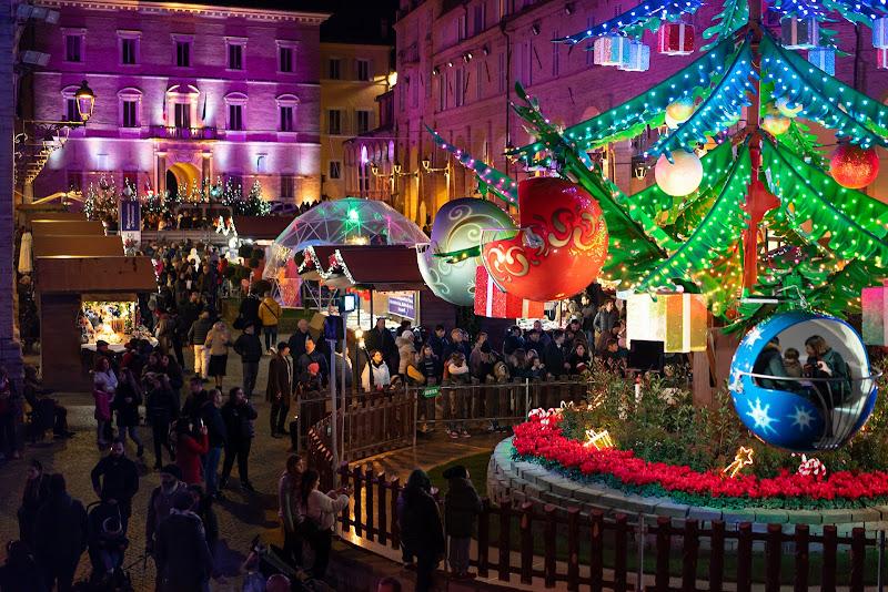 Natale a colori di Maurizio Marcaccio