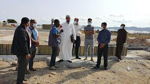 La directiva de la Comunidad Islámica de San Isidro junto a las obras de la mezquita.