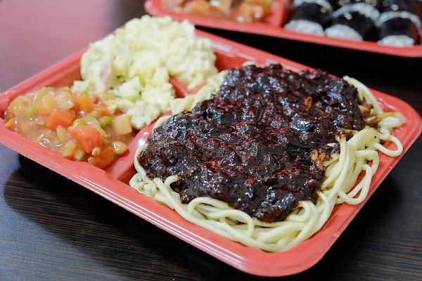 忠武海苔飯捲便當☞一中商圈平價美食,高CP值韓式便當,最愛韓式炸醬麵!
