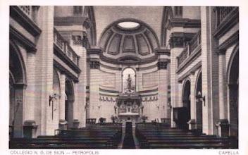 Photo: Interior da capela do Colégio Notre Dame de Sion. Altar. Foto sem data