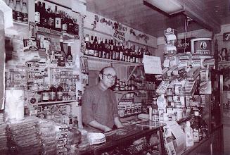 Photo: Lucas Westerhof in zijn winkel