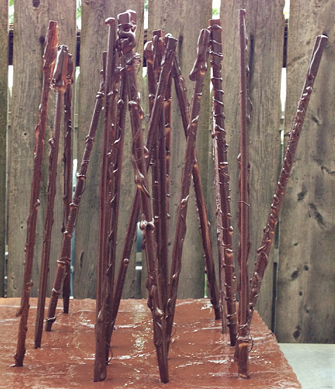 These DIY Harry Potter-ish Magic Wands look soooo awesome and easy to make! #harrypotter #wand #tutorial