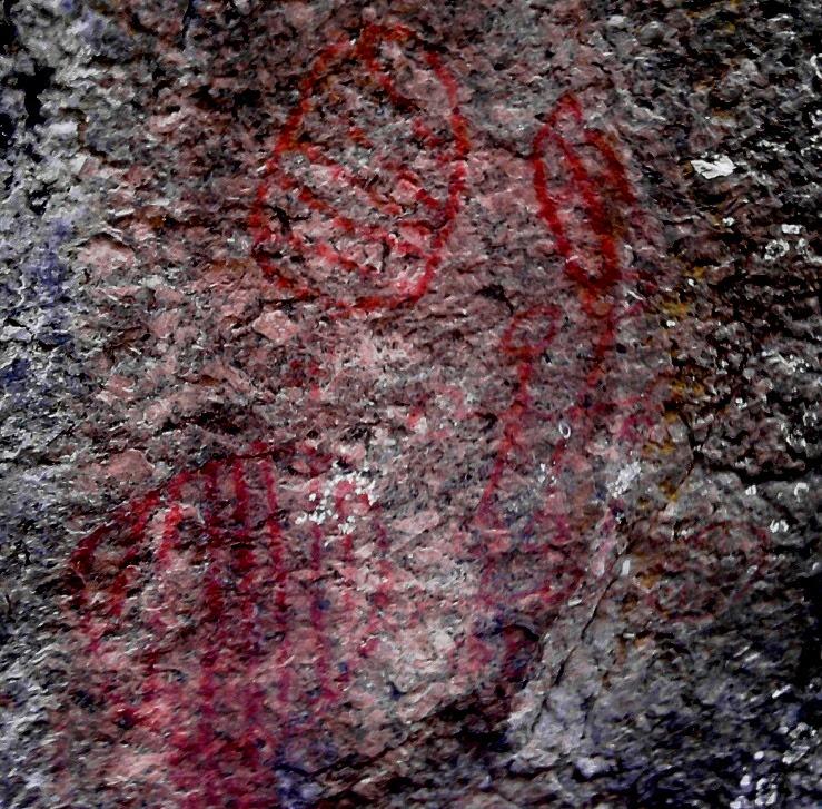 Figura 1: Desenhos geométricos no Abrigo da Pedra do Índio – Extrema – Minas Gerais. Foto: Jean Marie Polli, 2011. A foto foi modificada para melhorar o contraste.
