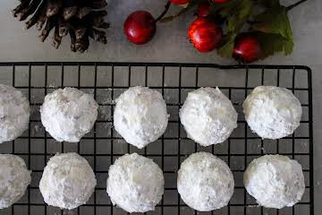 Dolly's Chocolate Snowballs