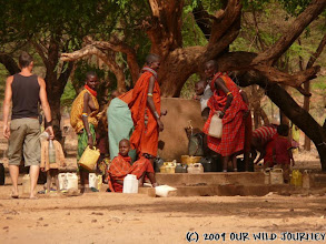 Photo: V Africe pro vodu chodí ženy! Co tam René děla?? / In Africa woman carry the water! So, what's Rene doing there??