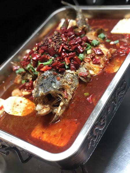 川菜太好吃了😋 非常非常道地的口味 環境舒適 服務態度親切  台菜部分量也夠多  對比一般熱炒店CP值超高  總之下次會再來 值得推薦的好餐廳