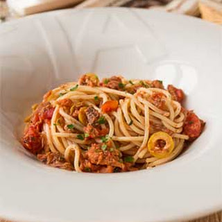 Spaghetti with Tuna, Tomatoes and Capers