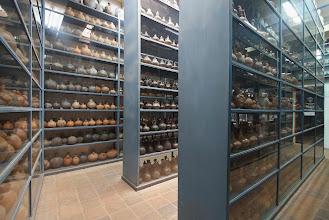 Photo: Depósitos de cerámica accesibles al público
