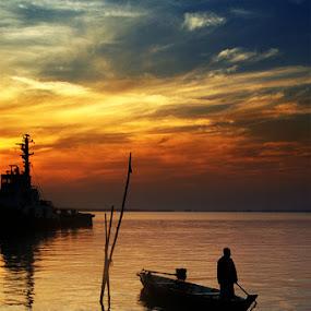 Nelayan by Mochammad Kurniawan - Landscapes Sunsets & Sunrises ( sea, sunrice )