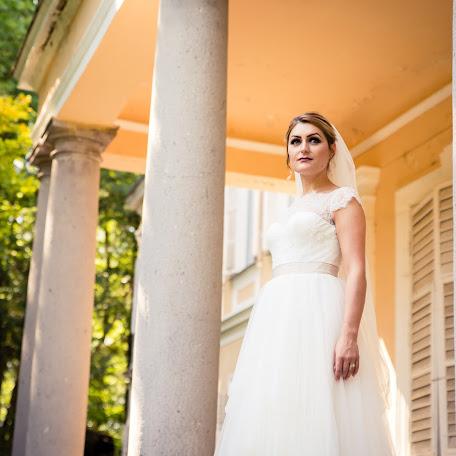 Wedding photographer Madalina si ciprian Ispas (fotoycafe). Photo of 27.02.2018